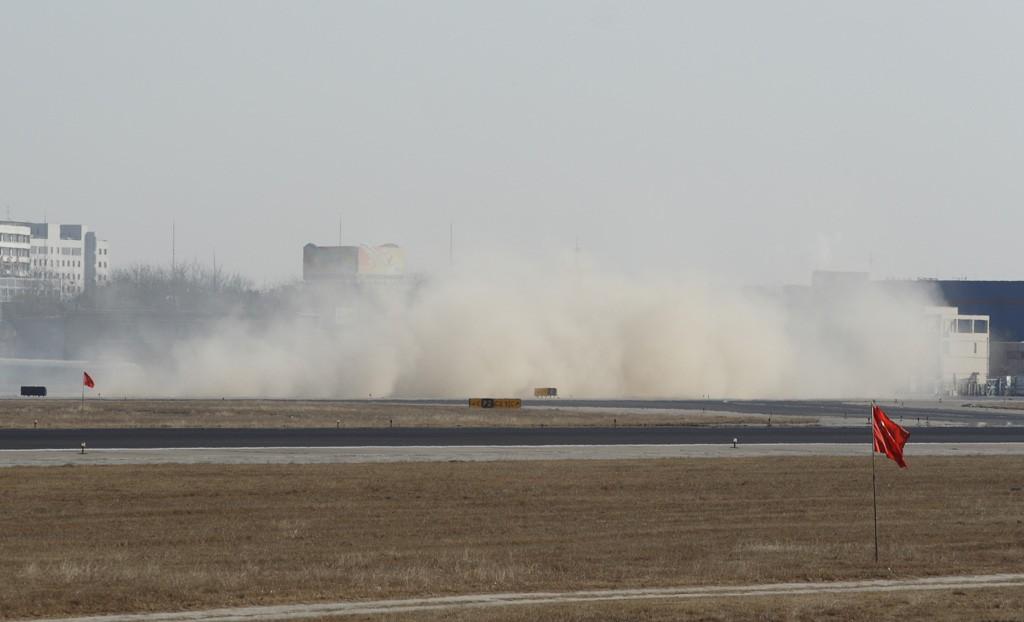 Re:[原创]国航的747吹起尘土一团!!! BOEING 747-200 B-2449