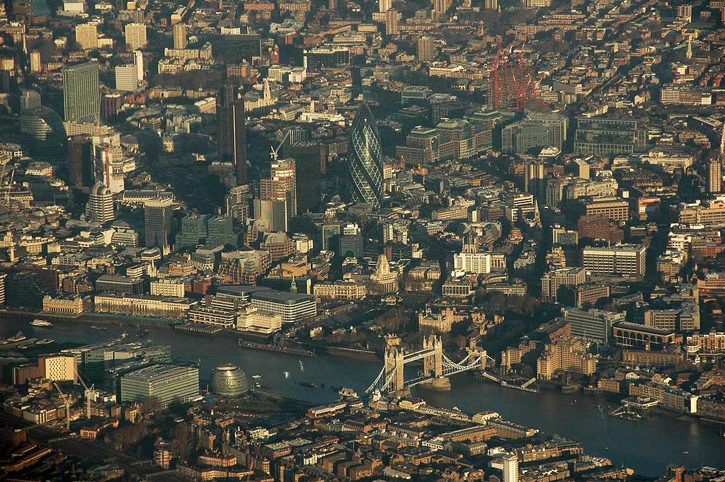 伦敦塔, 伦敦塔桥和加那利码头商业区