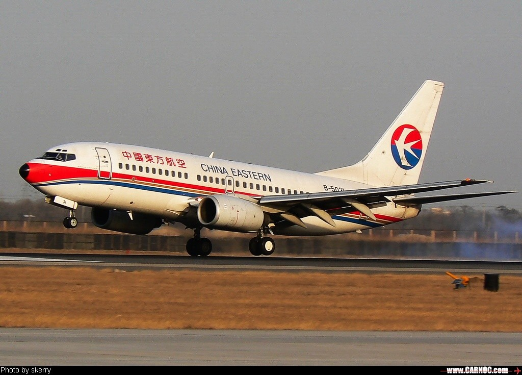 [原创]东航5031上演单脚着地!    中国天津滨海机场