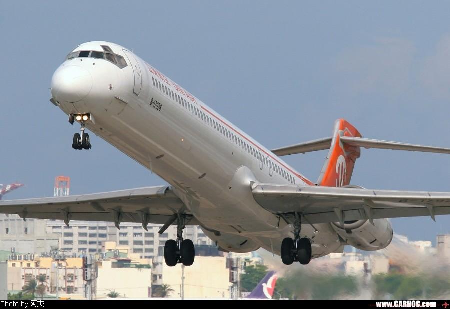 [原创]一堆亂七八糟的圖! MCDONNELL DOUGLAS MD-90-30 B-17926 中国高雄机场