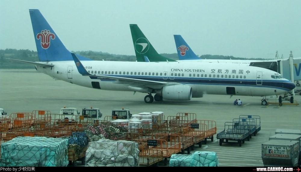 [原创]迎七一,放杂图。嘿! BOEING 737-800 B-5128 中国南京禄口机场