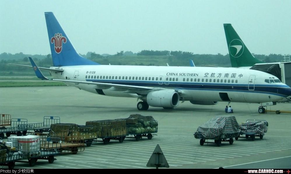 Re:[原创]迎七一,放杂图。嘿! BOEING 737-800 B-5128 中国南京禄口机场