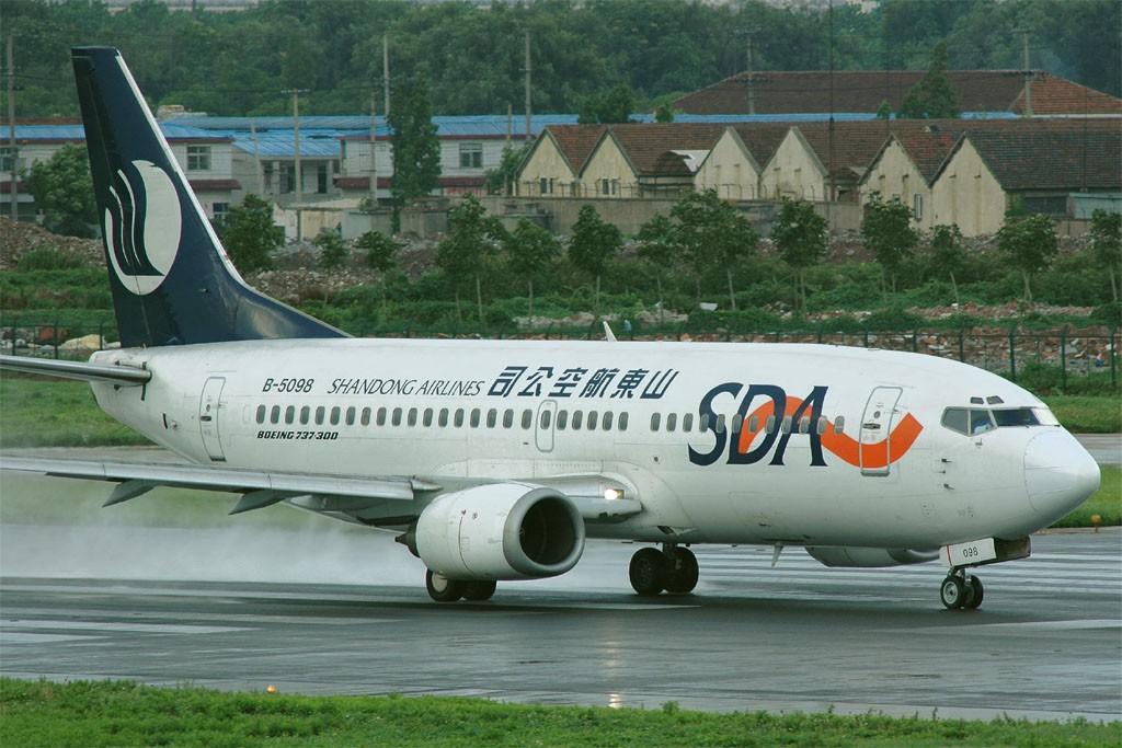 Re:[原创]小规模吹水 BOEING 737-300 B-5098 中国上海虹桥机场