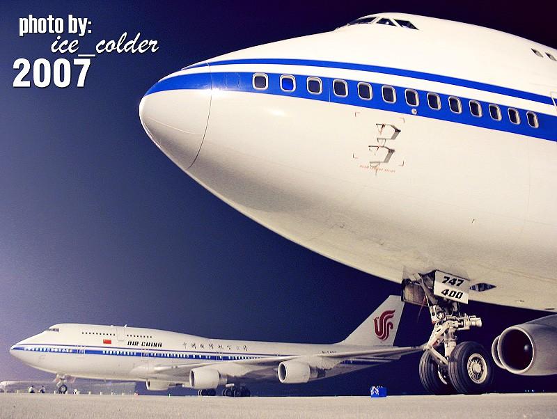 """[原创]终于回来了,熬了个大夜,困得够呛!发一张等人时候的图,两个到现在依然没有带上""""星星""""的国航元老级747。 BOEING 747-400 B-2467 中国北京首都机场"""