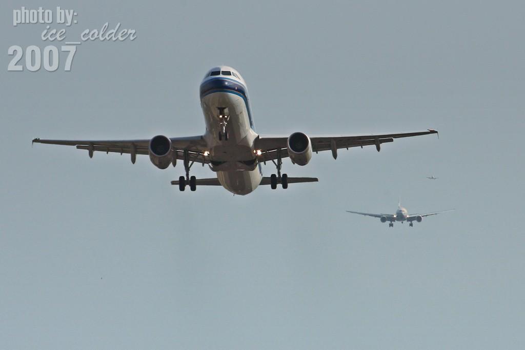 """""""千里之外"""" AIRBUS A320-200 B-6251 中国北京首都机场"""