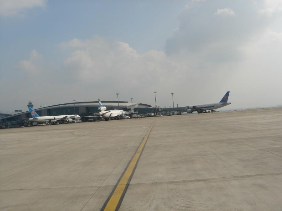 Re:[原创]一百天的努力现在升到777啦,祝贺祝贺自己(看贴者送一架,回贴者送二架)    中国广州白云机场
