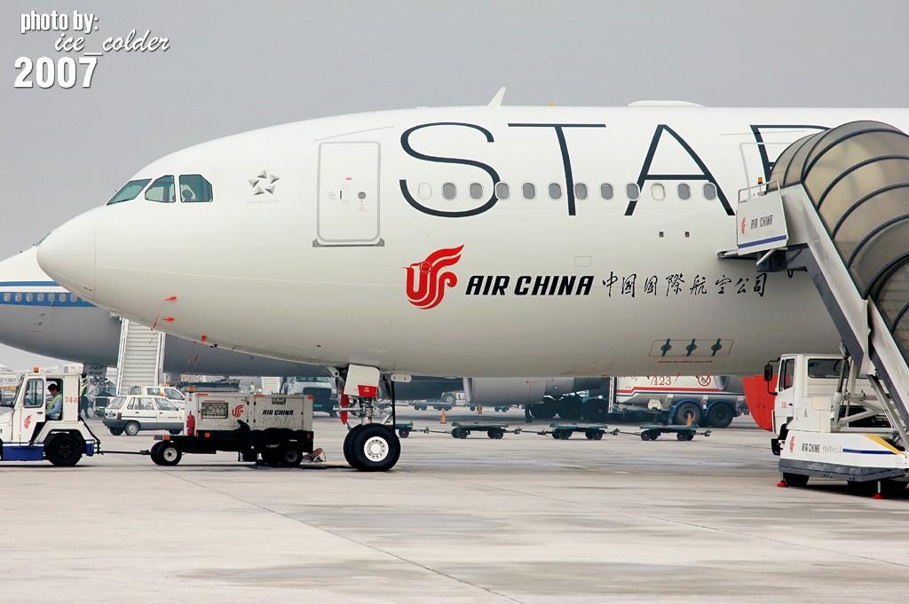 """[原创][国航330大星星涂装]喜欢330,关注国航,关注星空联盟,热爱飞机的朋友们!中国第一架""""大星星""""今早悄悄踏足北京了!来和她见个面吧!:) A330-200 B-6091 中国北京首都机场"""