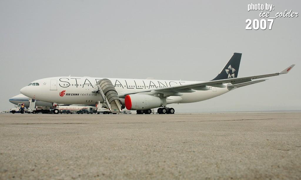"""Re:[原创]喜欢330,关注国航,关注星空联盟,热爱飞机的朋友们!中国第一架""""大星星""""今早悄悄踏足北京了!来和她见个面吧!:) A330-200 B-6091 中国北京首都机场"""