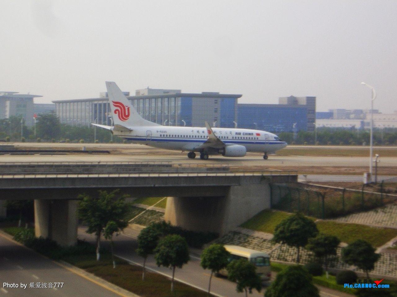 Re:[原创]新人的第二次试刀,18日新机场一日纪录 BOEING737-700 B-5220 广州白云国际机场