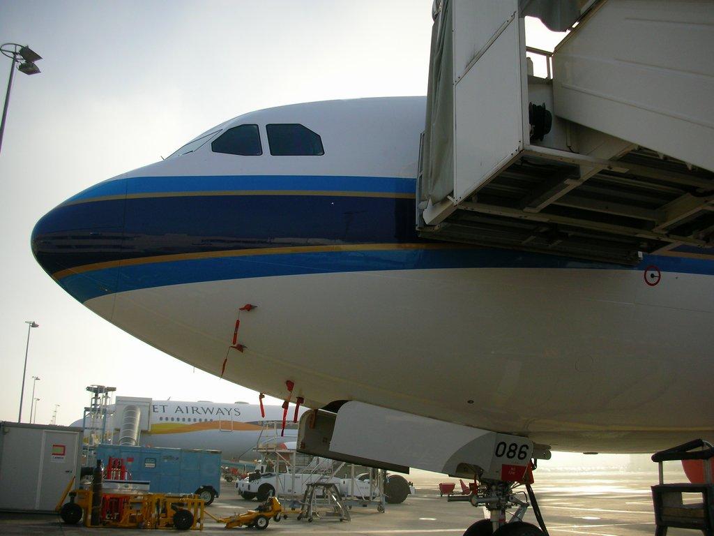 广州白云机场 飞机 布鲁塞尔 视频/隔壁是印度一家公司的A330