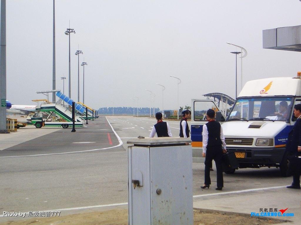 Re:[原创]今天的白云机场,有新东东降落     空乘