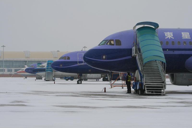 [原创]08年武汉机场的第一场雪 AIRBUS A320-214 B-6336 武汉