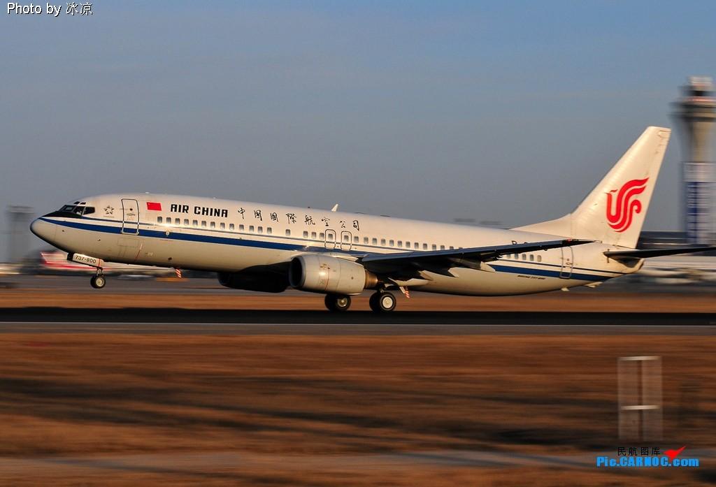 Re:[原创]看大风中的单脚跳,赏深圳航空的独脚踏青烟。 BOEING 737-800 B-2690 中国北京首都机场