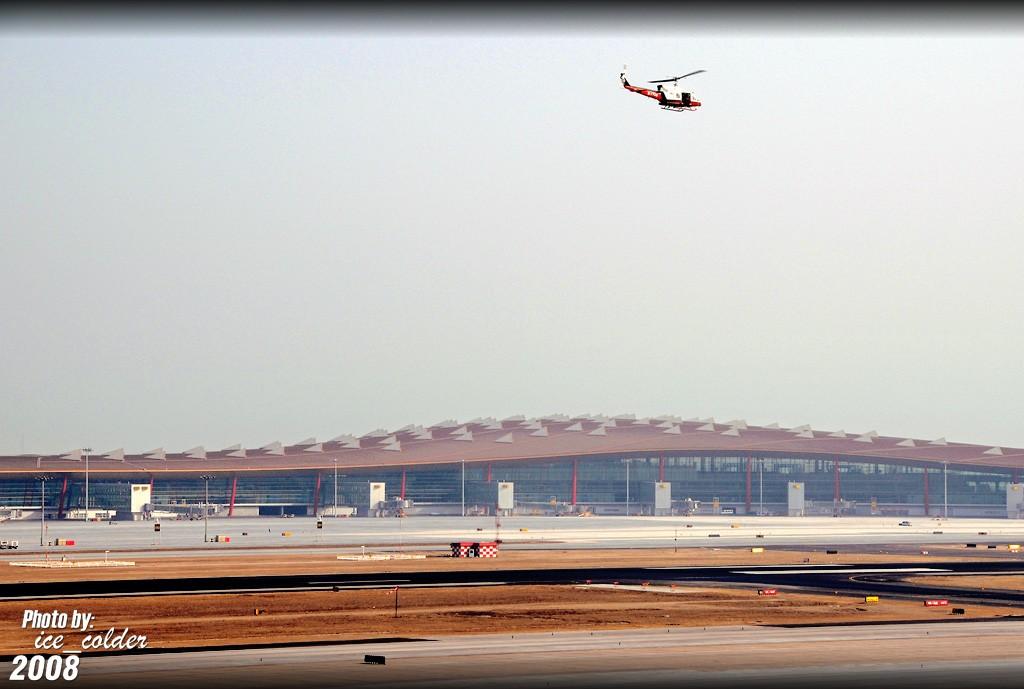 Re:[原创]直升机昨天在首都机场空中游走航拍。    中国北京首都机场