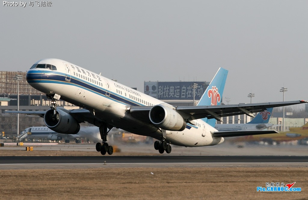 Re:[原创]美男子!真优美!真优美的美男子飞起来! BOEING 757-200 B-2805