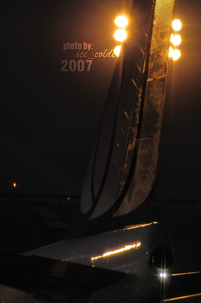 Re:[原创]2007年的图 . . .今天发现的过期食粮,希望大伙儿多包涵~~~ BOEING 747-400 N117UA 中国北京首都机场