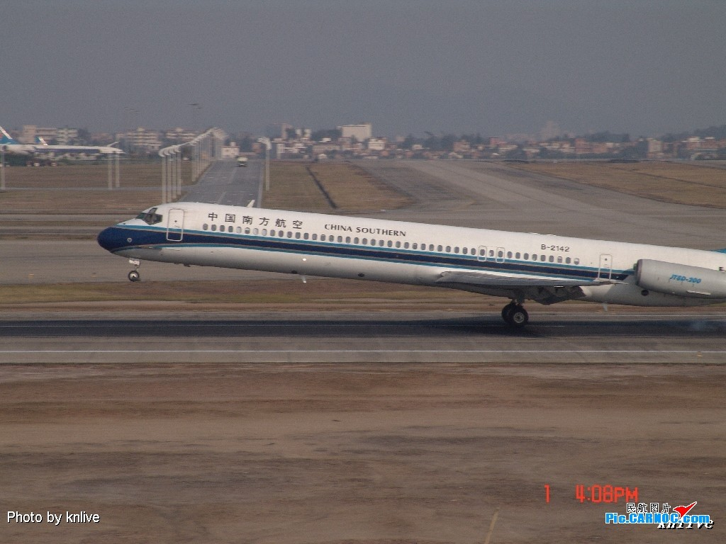Re:[原创]3月1日,ZGGG东西两条跑道打飞机 MCDONNELL DOUGLAS MD-82 B-2142