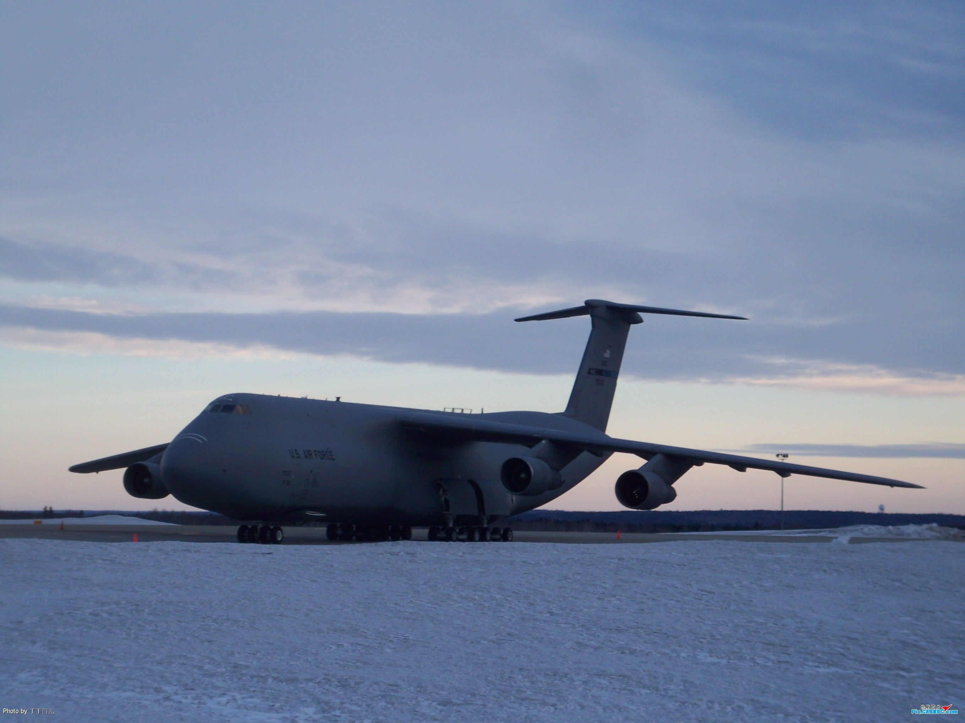 Re:[原创]一百天的努力现在升到777啦,祝贺祝贺自己(看贴者送一架,回贴者送二架) US AIR FORCE C 5A  GANDER INTERNATIONAL AIRPORT