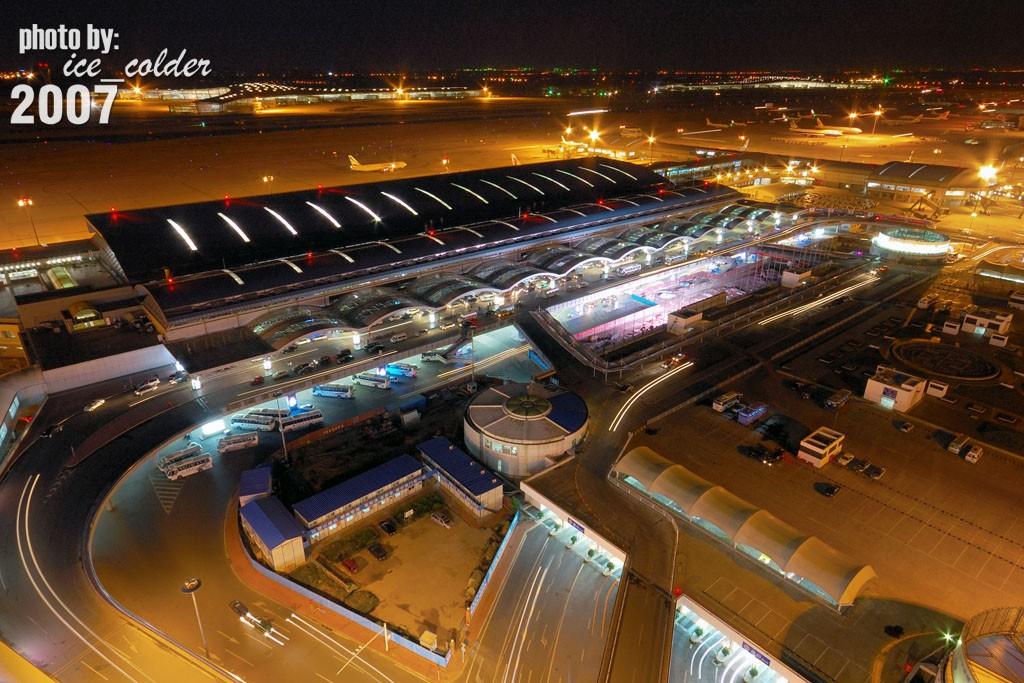 Re:[原创]首都机场T3夜景:偶还是决定去T3里面走一走,看一看。    中国北京首都机场