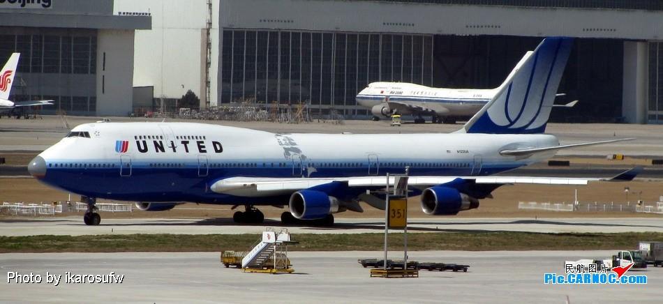 [原创]大家看看这架UA744的涂装 鼻子是旧的,身子还起皮 747-400  PEK