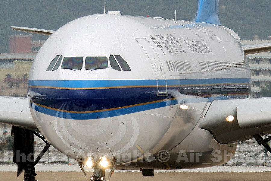 Re:[原创]如果id还能登录的话,就发几张图试试看~~ ^-^ AIRBUS A330-300
