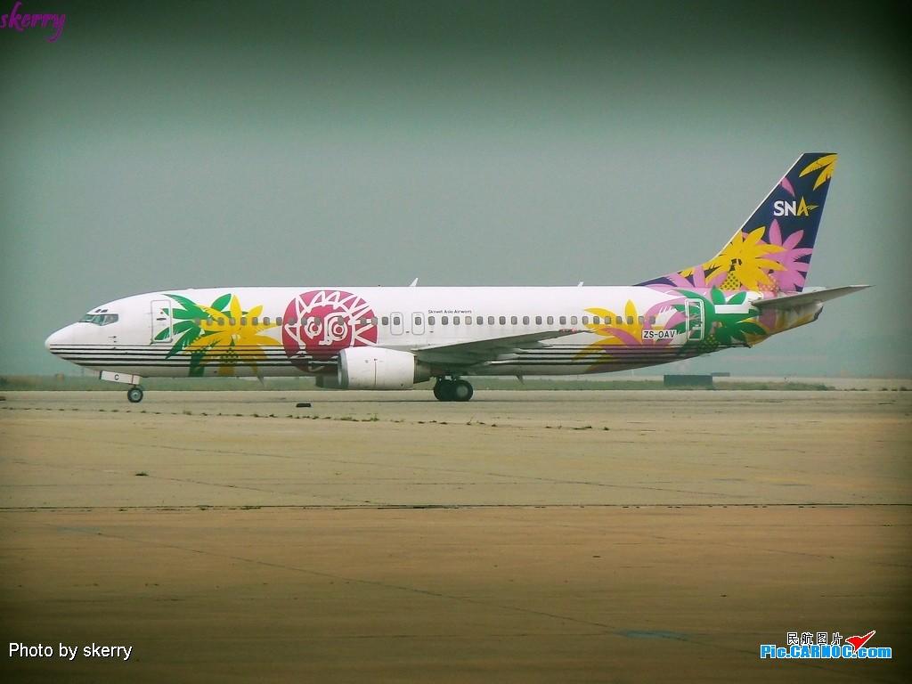 [原创]~~~TSN又来好东西了,刚出厂的SNA花花机!~~ BOEING 737-400 ZS-OAV 中国天津滨海机场