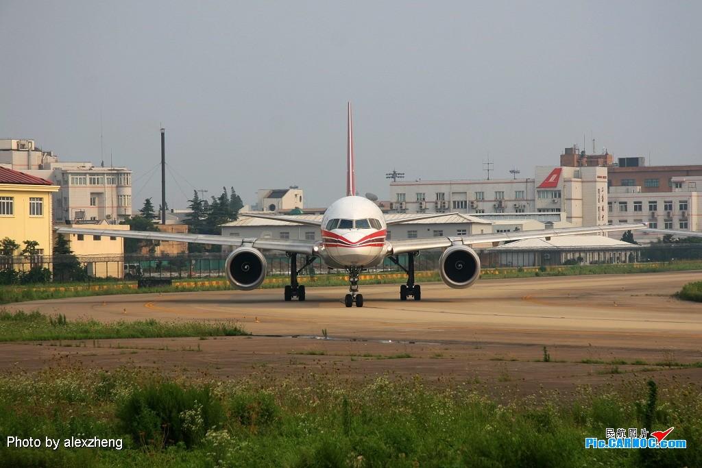 Re:[原创]烈日下的虹桥拍机 BOEING 757-200 B-2833