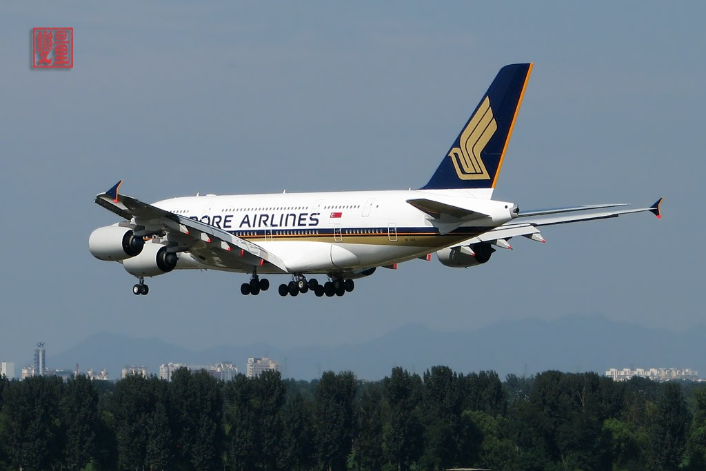 Re:[原创]A380首航北京,我也来凑热闹!!!T3桥上相当壮观!!! AIRBUS A380 9V-SKE 中国北京首都机场