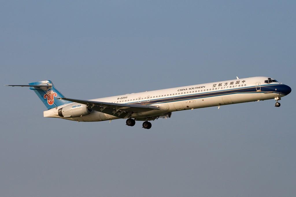 Re:[原创][深圳打机队]===证明存在贴=== MCDONNELL DOUGLAS MD-90 B-2250 中国深圳宝安机场