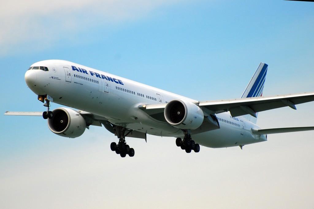 Re:[原创]香港机场影飞机 BOEING 777-328/ER F-GSQD 香港