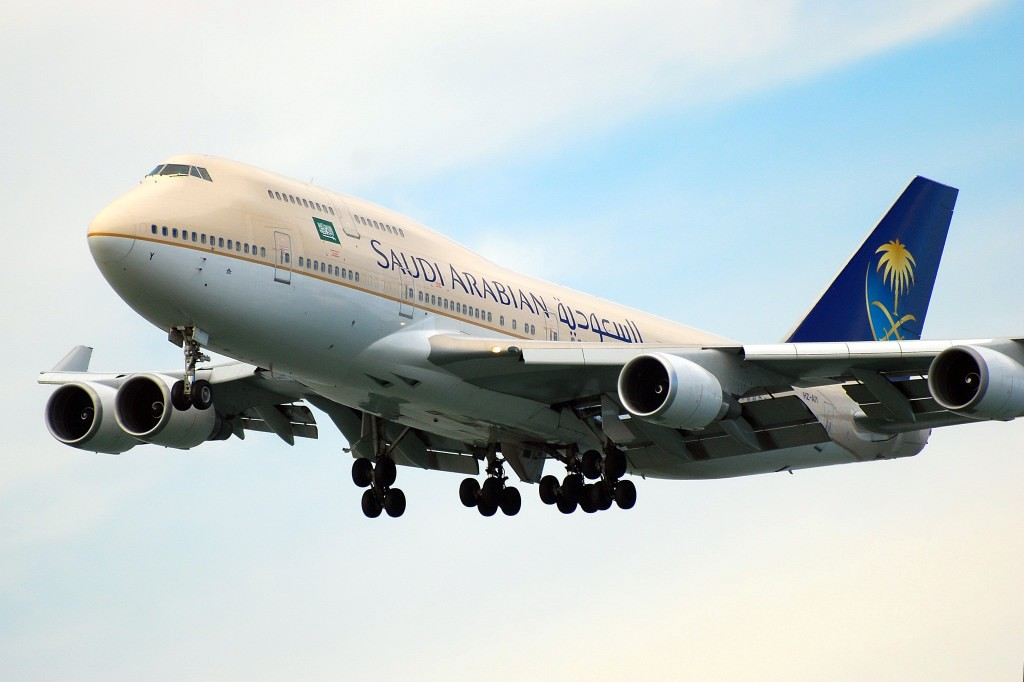 Re:[原创]香港机场影飞机 BOEING 747-468 HZ-AIY 香港