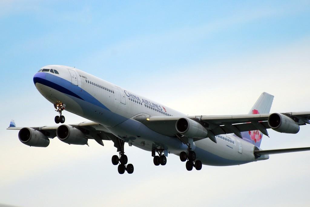 Re:[原创]香港机场影飞机 AIRBUS A340-313X B-18803 香港