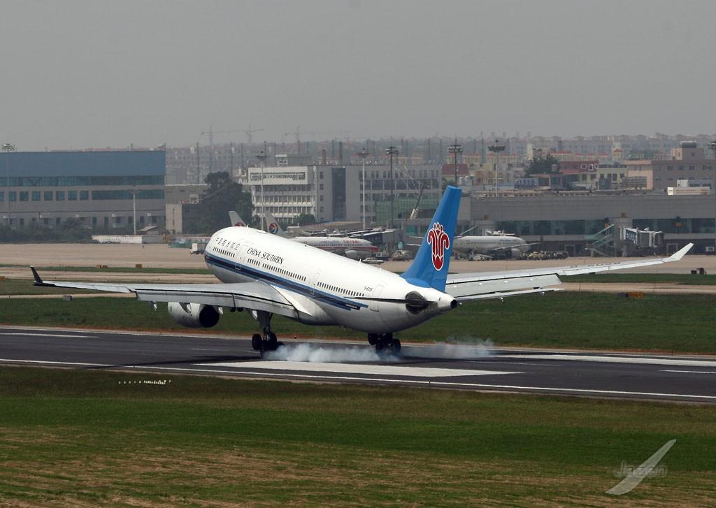 airbus a330-200 b-6058 中国昆明巫家坝机场图片