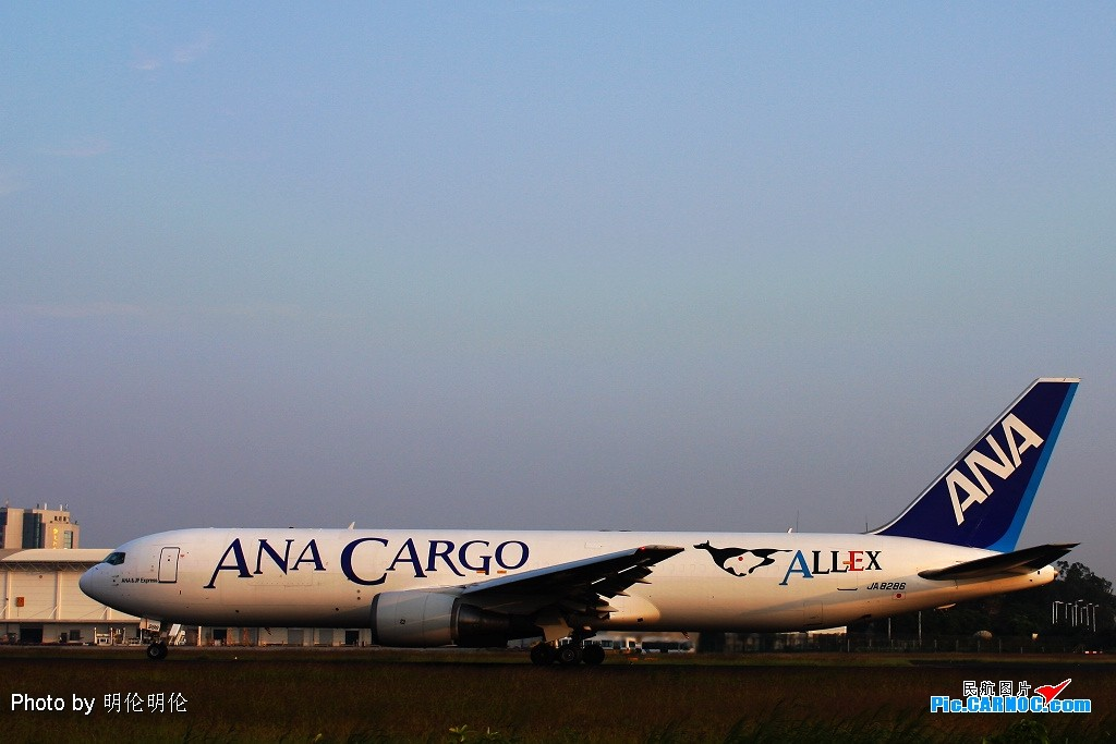 Re:[原创]厦门,厦门机场!货机 2 架 BOEING 767-300BCF JA8286