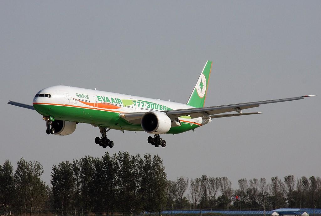 [原创]两岸周末包机,难得一见的长荣航空777-300ER BOEING 777-300ER B-16702 中国北京首都机场