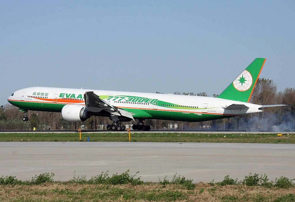Re:[原创]两岸周末包机,难得一见的长荣航空777-300ER BOEING 777-300ER B-16702 中国北京首都机场