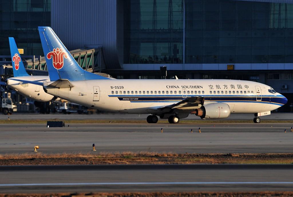 Re:[原创]老徐拍飞机- 日落时的白云 BOEING 737-300 B-2539 中国广州白云机场