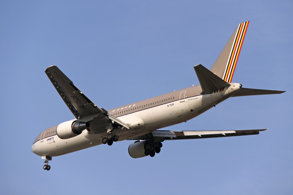 Re:PEK--新老制服的展示!! BOEING 767-300 HL7528 中国北京首都机场