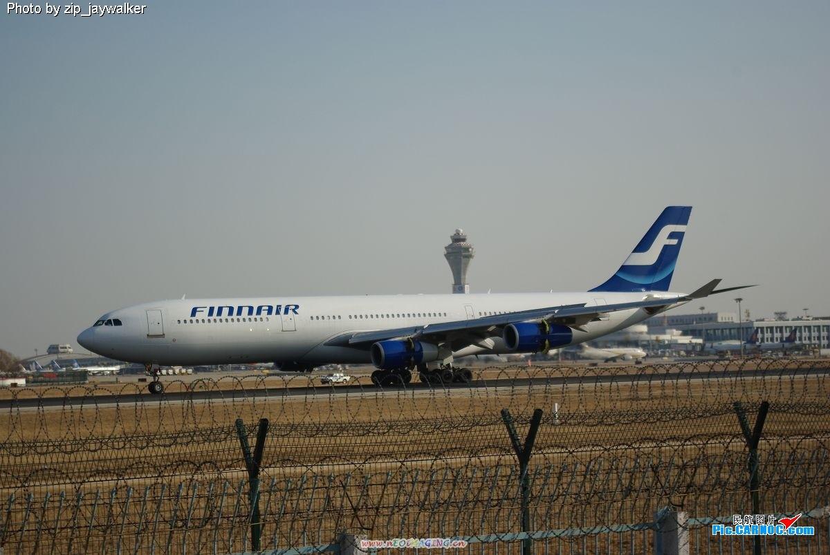 来自斯堪地那维亚半岛的飞机都喜欢涂发动机,一个红色,一个蓝色