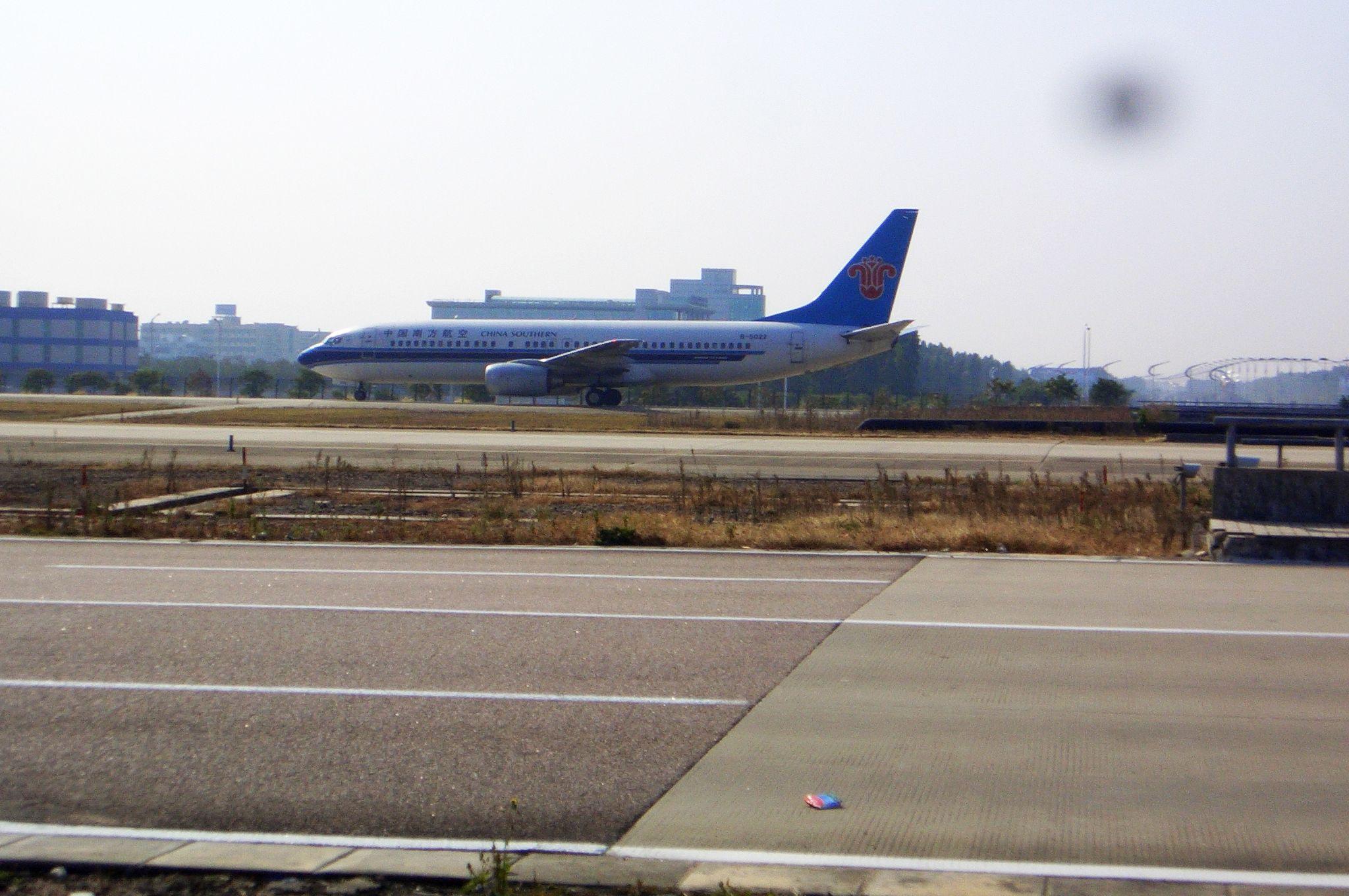 Re:[原创]恢复信心后的第一次发帖,09年第一次活动 BOEING 737-800 B-5022 中国广州白云机场