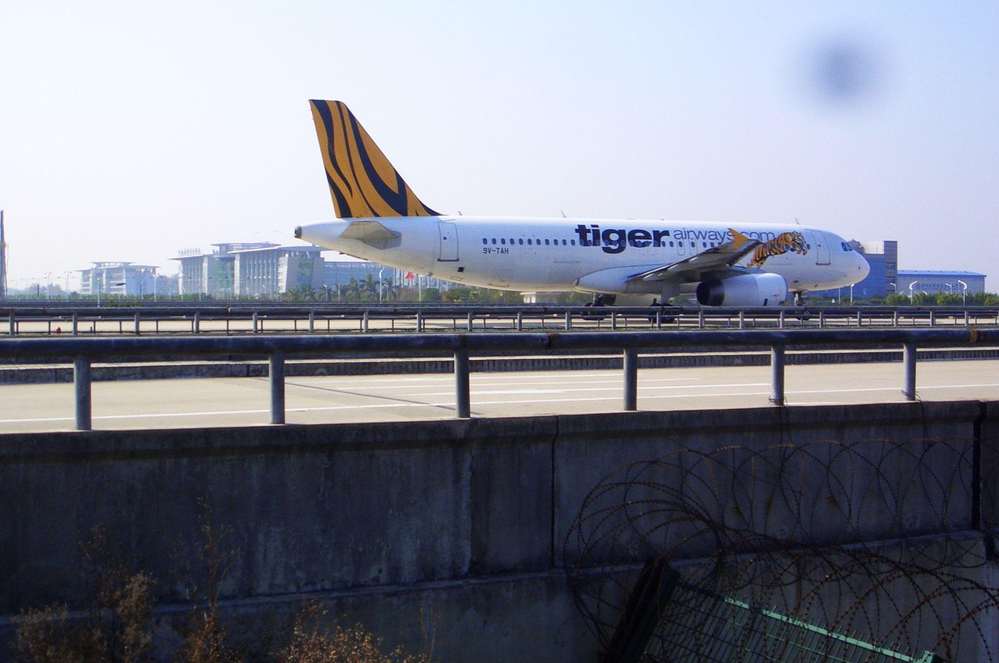 Re:[原创]恢复信心后的第一次发帖,09年第一次活动 A320-200 9V-TAH 中国广州白云机场