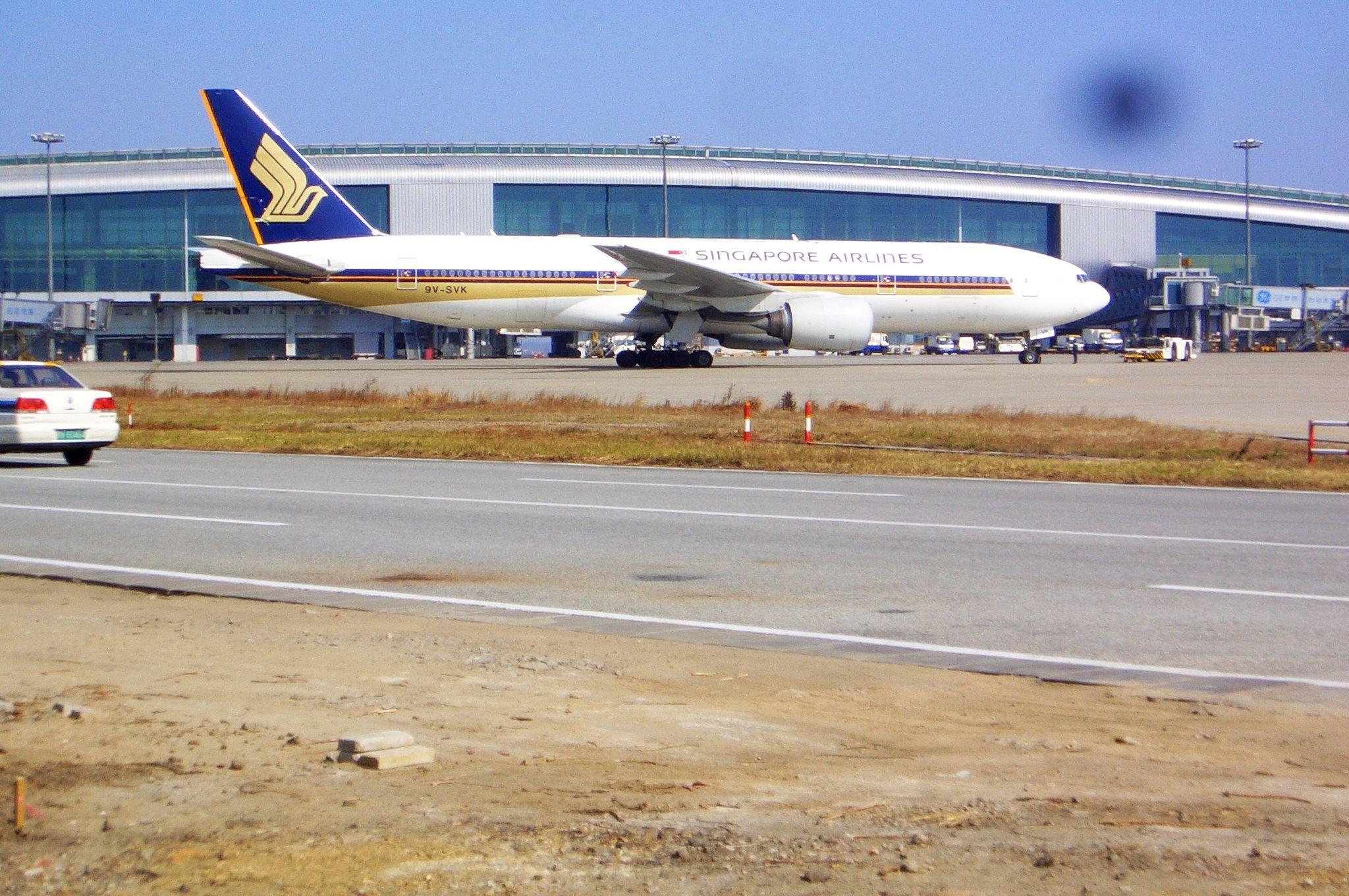 Re:[原创]恢复信心后的第一次发帖,09年第一次活动 BOEING 777-200 9V-SVK 中国广州白云机场