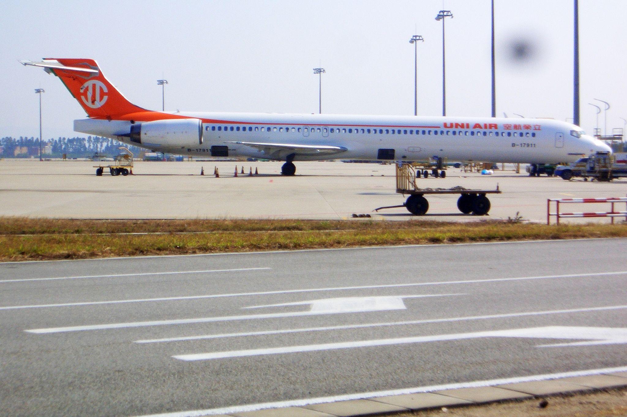 Re:[原创]恢复信心后的第一次发帖,09年第一次活动 MCDONNELL DOUGLAS MD-90 B-17911 中国广州白云机场