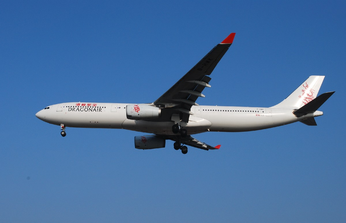 Re:[原创]时隔一个月,冒一下泡。发图90张 AIRBUS A330-343E B-HWK 中国上海浦东机场