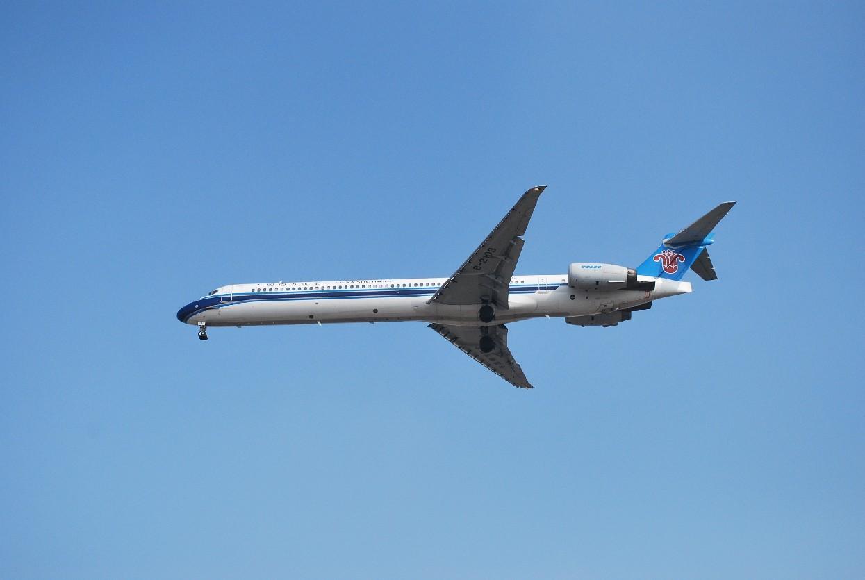 Re:[原创]时隔一个月,冒一下泡。发图90张 MCDONNELL DOUGLAS MD-90-30 B-2103 中国上海浦东机场