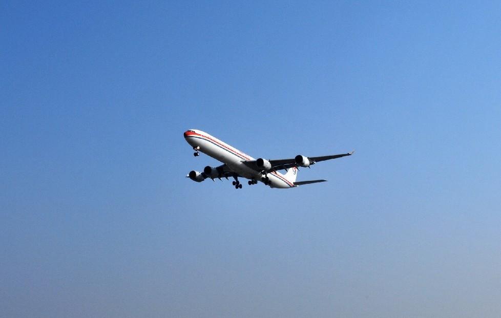 Re:[原创]时隔一个月,冒一下泡。发图90张 AIRBUS A340-642 B-6051 中国上海浦东机场