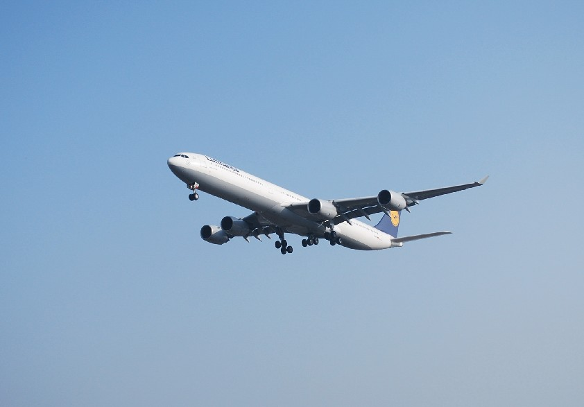 Re:[原创]时隔一个月,冒一下泡。发图90张 AIRBUS A340-642 D-AIHP 中国上海浦东机场