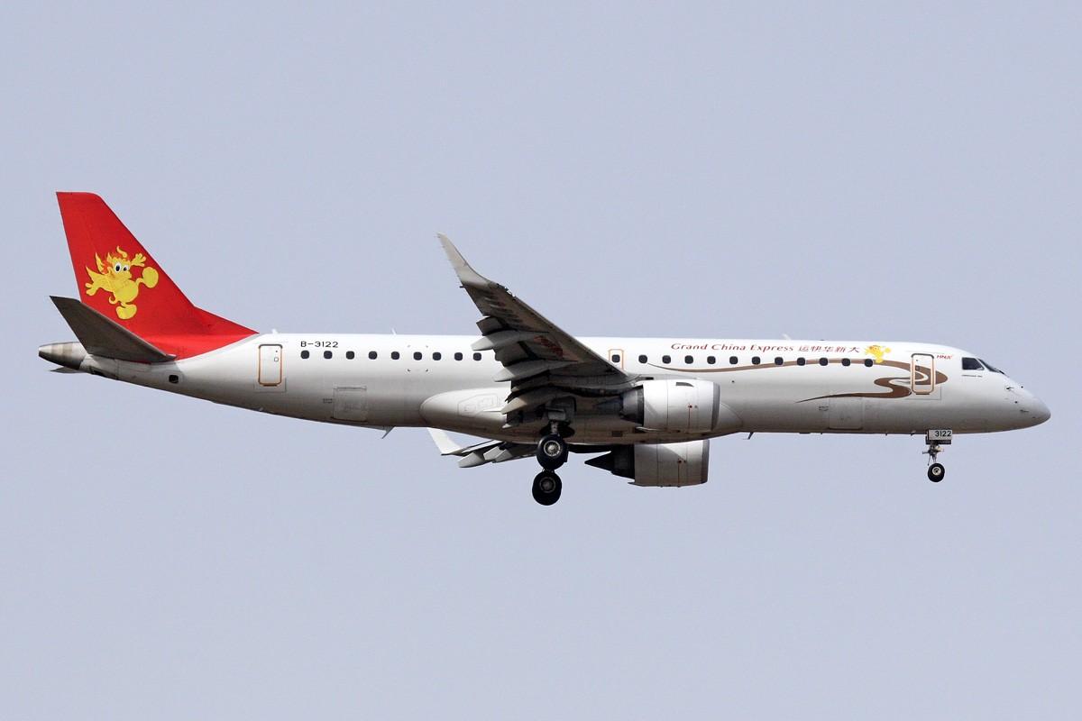 Re:[原创]西安咸阳机场拍机 新位置,新角度,大家看看如何 EMBRAER ERJ-190 B-3122 中国西安咸阳机场