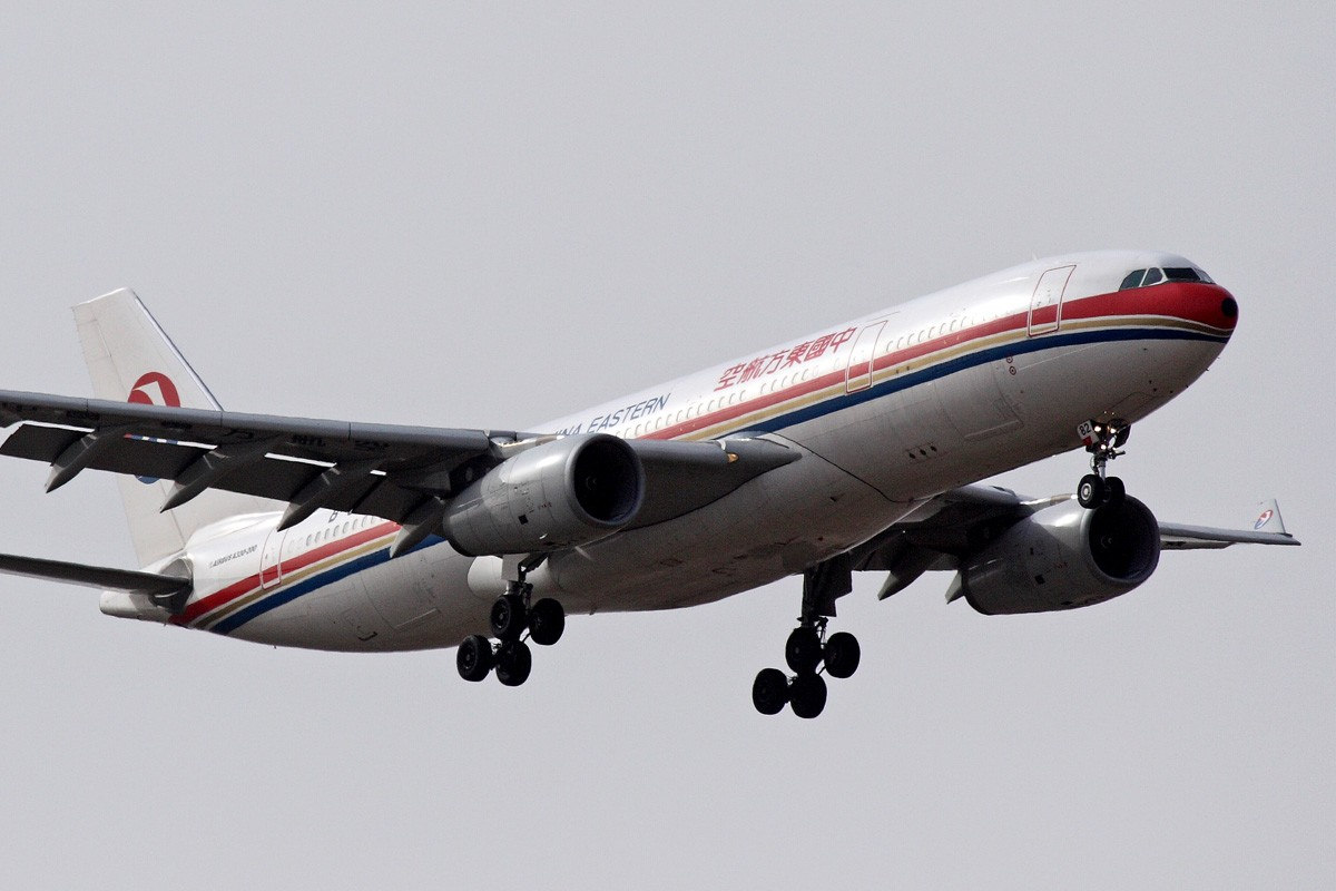 Re:[原创]西安咸阳机场拍机 新位置,新角度,大家看看如何 AIRBUS A330-200 B-6082 中国西安咸阳机场