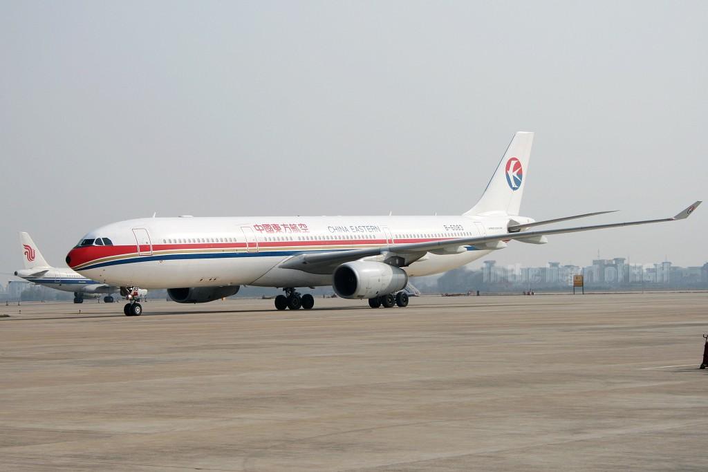 Re:[原创]【深圳打机队】把自己拍过的东航飞机做个小小的总结,欢迎大家按一楼没有出现的飞机编号跟图,我们一起来完善东航飞机系列图! AIRBUS A330-343X B-6083 中国杭州萧山机场